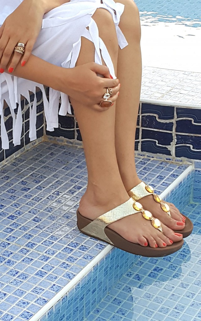 cf9ca546441 Wearing  Shoes- FitFlop (Petra in Super Glam Gold) Look 1  Top-Oxygene